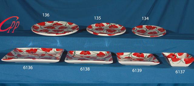 Platos de vajilla cuadrados y platos de chuleton